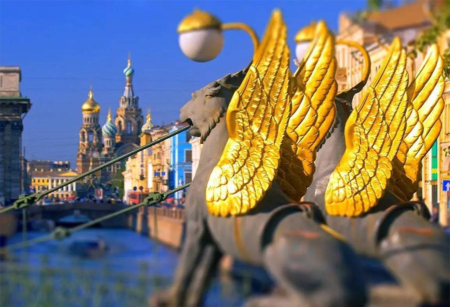 Крылатые львы на Банковском мосту, Петербург