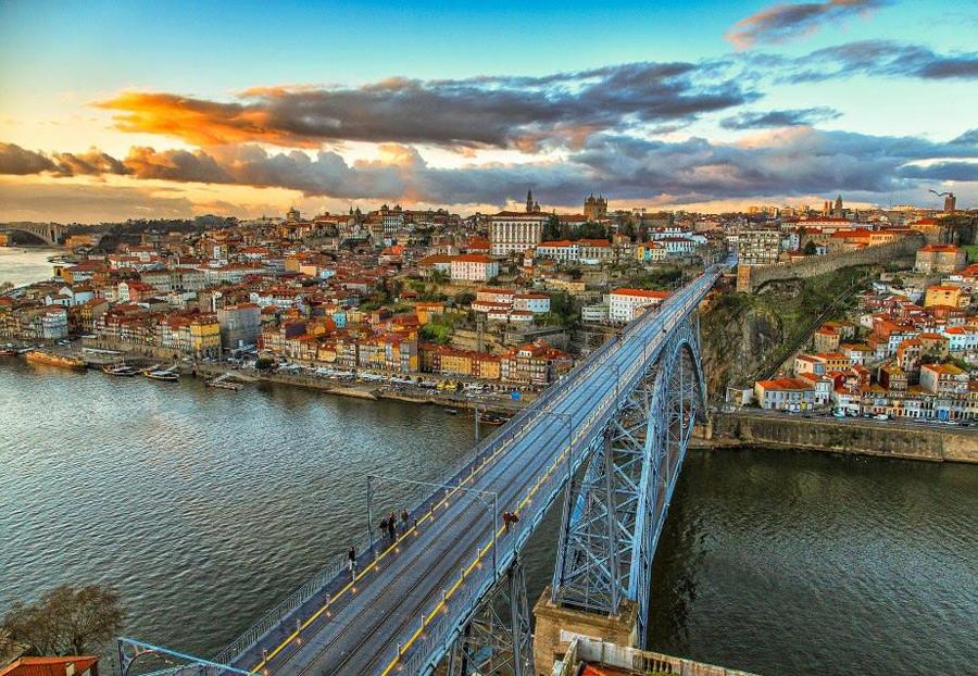 Вид на Порто со смотровой площадки Serra do Pilar