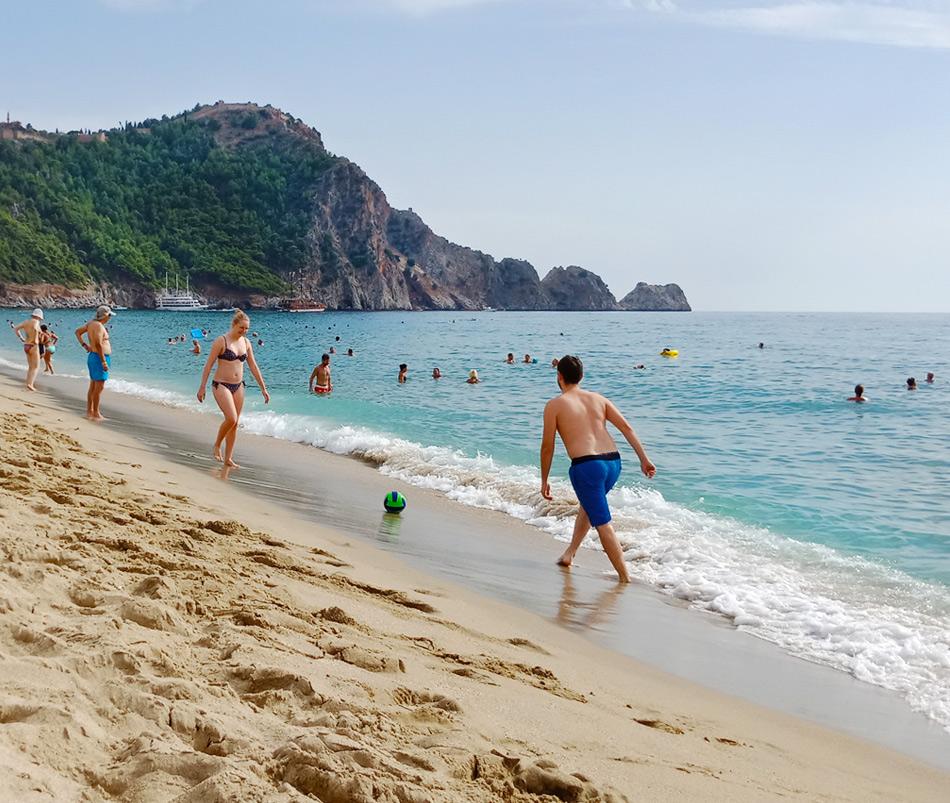 Турция в октябре: Алания, пляж Дамлаташ