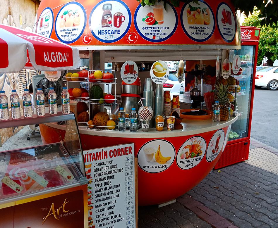 Киоск с напитками и свежевыжатыми соками, цены