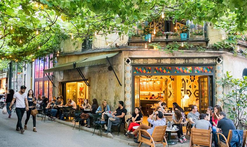 модная кофейня на улице Hoca Tahsin, квартал Каракой, Стамбул