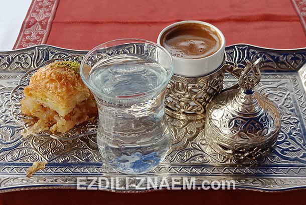 пахлава и кофе по-турецки
