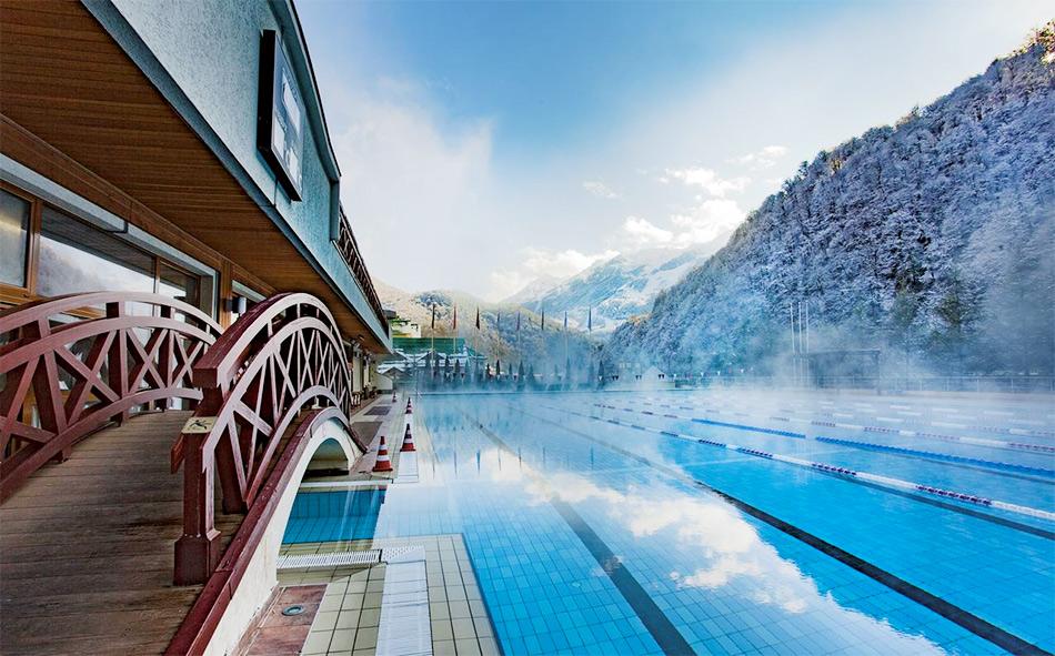 Открытый подогреваемый бассейн, Красная Поляна, Гранд Отель Поляна