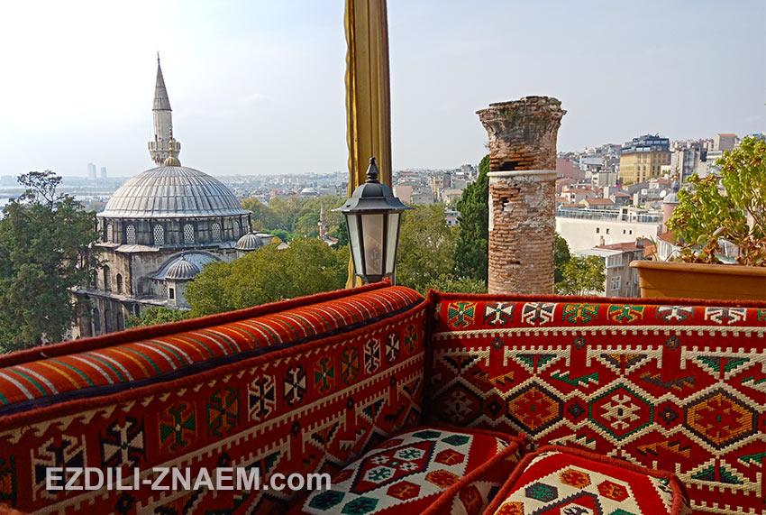 вид с террасы на крыше стамбульского кафе