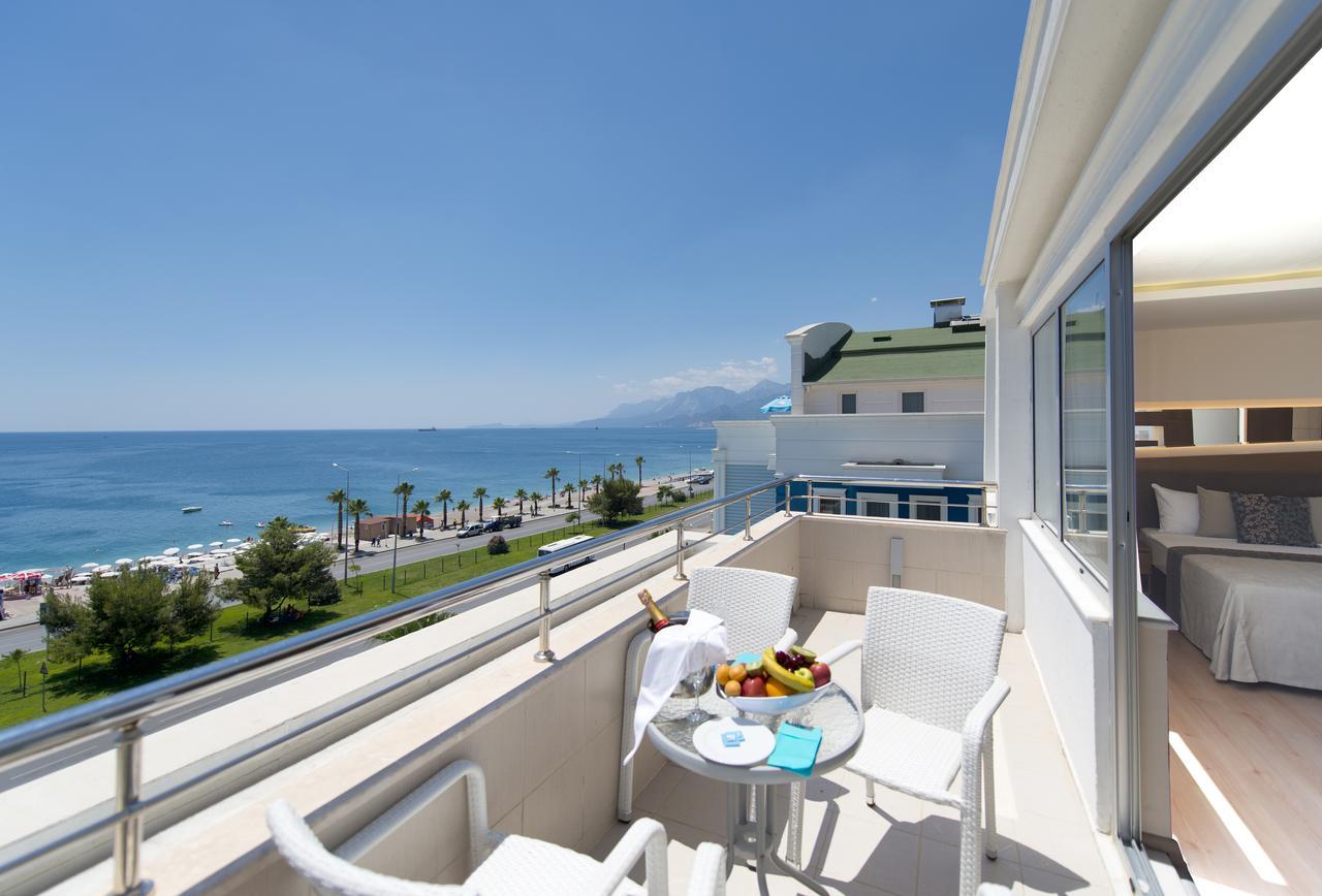 Вид на море с балкона отеля Sealife в Анталии
