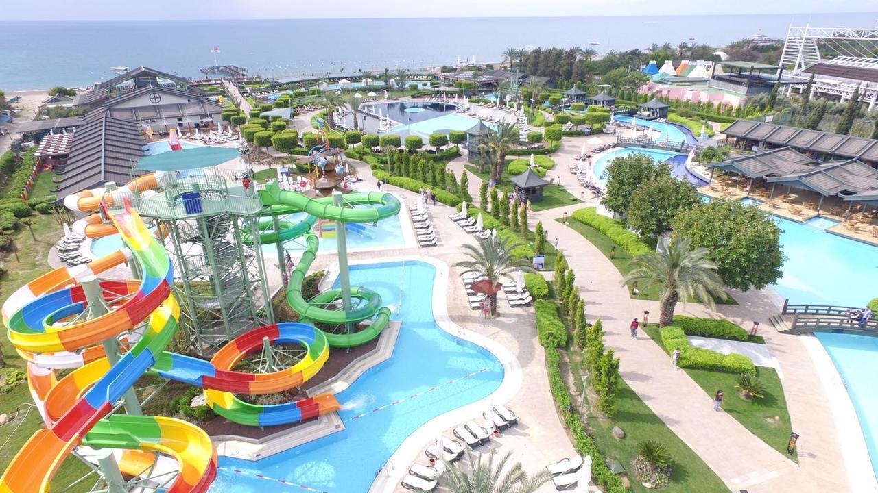 Limak Lara De Luxe Hotel 5* - семейный отель с открытым бассейном с подогревом