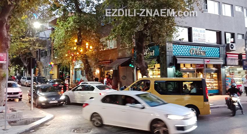 На улицах Стамбула всегда шумно и немного хаотично