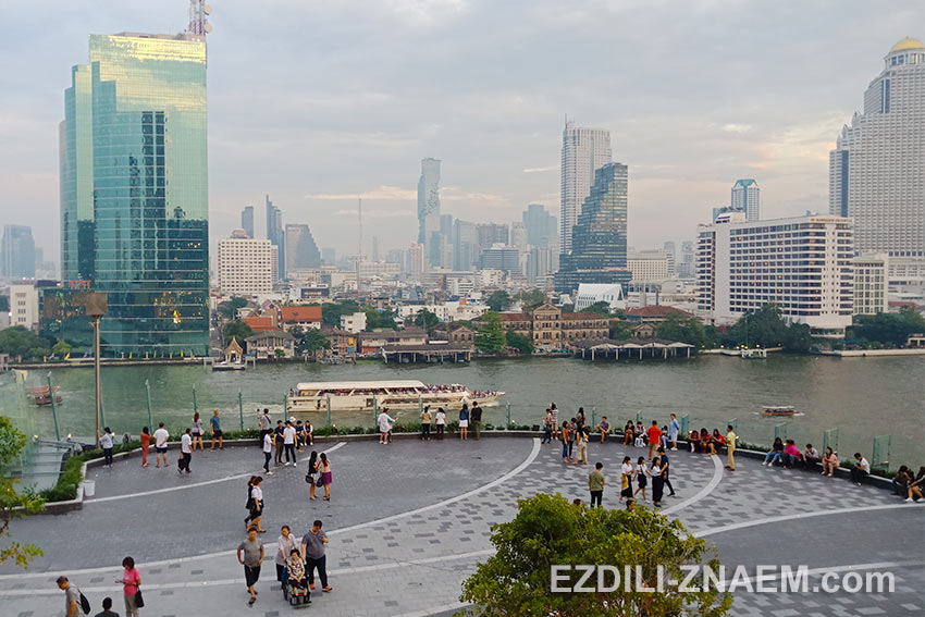 Вид на Бангкок с крыши торгового центра IconSiam