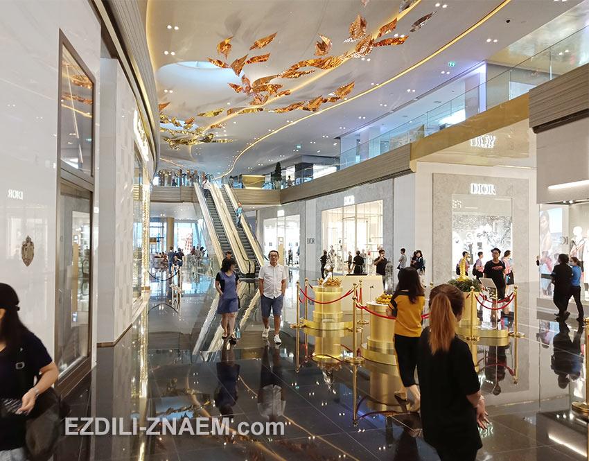 Покупатели в торговом центре IconSiam, Бангкок