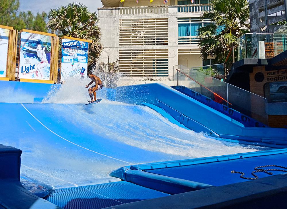 Surf House - место, где можно научиться кататься на серфе