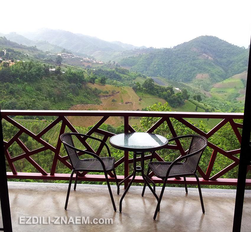 Вид на долину Мае Салонг с балкона отеля