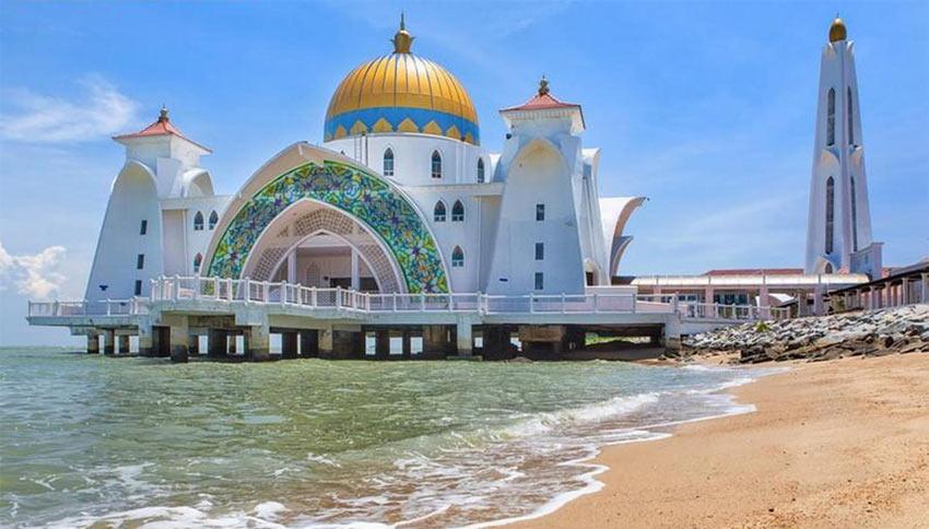 Достопримечательности Малакки: плавучая мечеть на искусственном острове