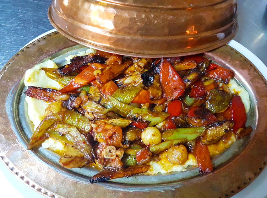 Турецкая еда в ресторане Old Ottoman Cafe & Restaurant