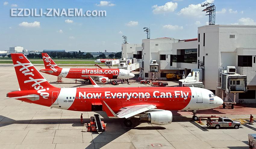 Самолеты авиакомпании AirAsia в аэропорту Бангкока ДонМуанг