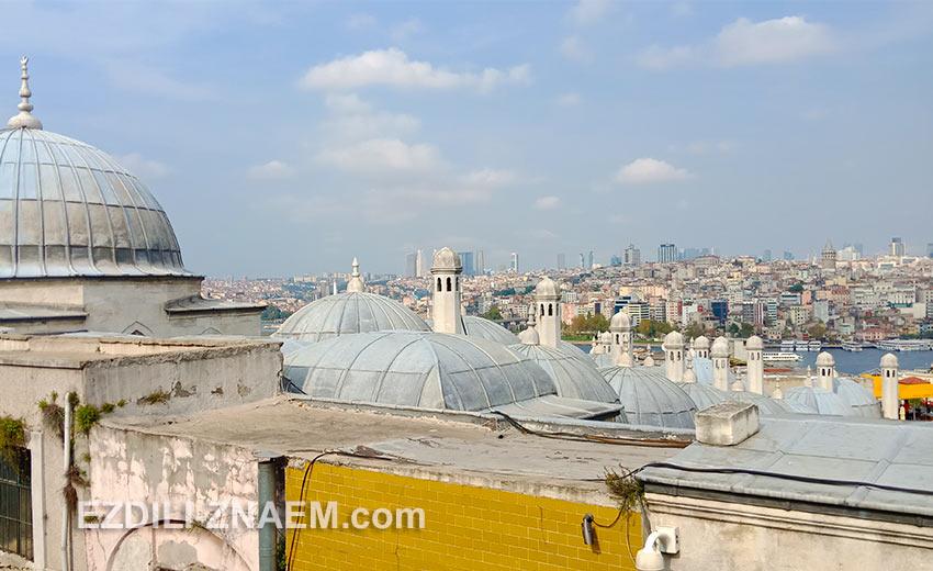 Вид на Стамбул с площадки у мечети Сулеймание