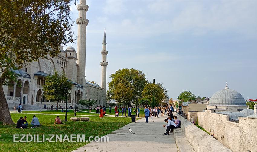 Смотровая площадка во дворе мечети Сулеймание в Стамбуле