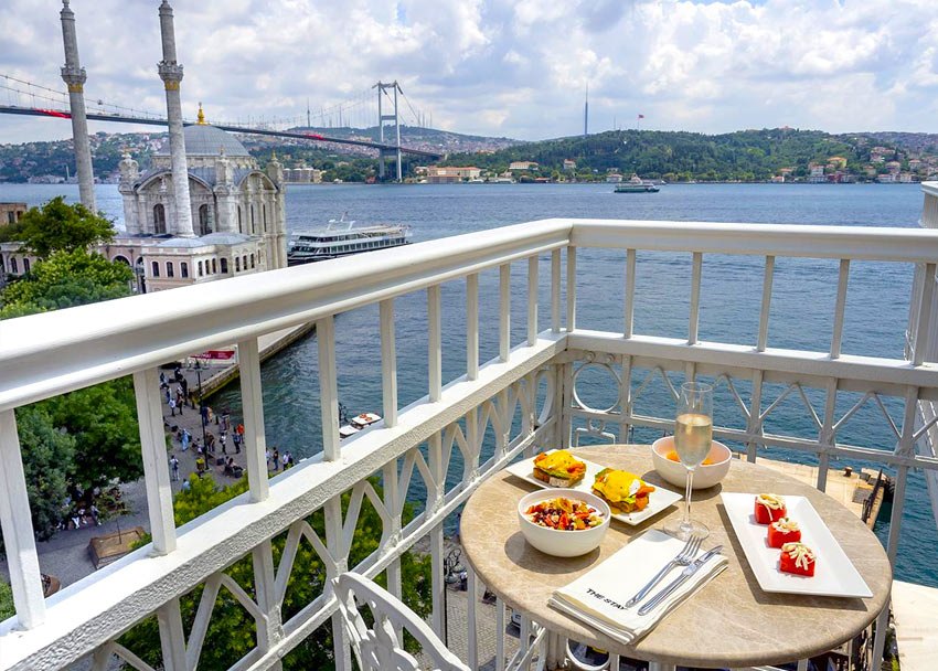 вид на Босфор с балкона отеля Stay Bosphorus в Стамбуле
