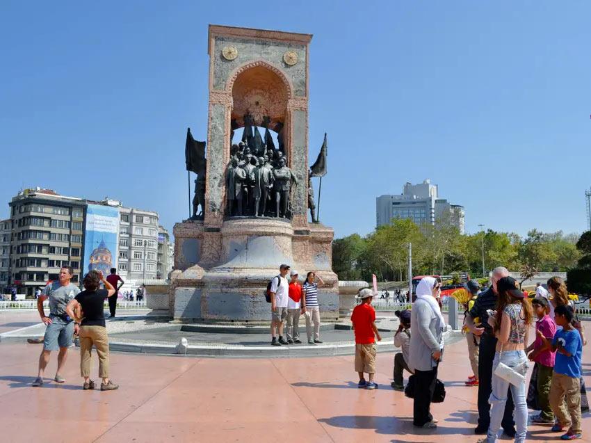 Монумент Республики на площади Таксим, Стамбул