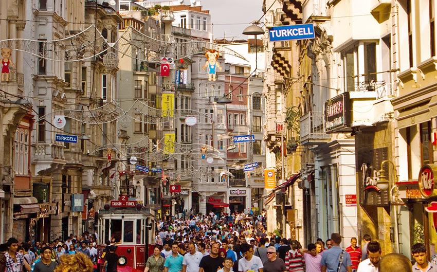 Улица Истикляль в Стамбуле