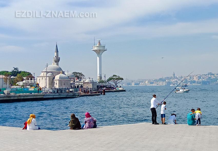 Вид на Босфор с причала в районе Уксюдар, Стамбул