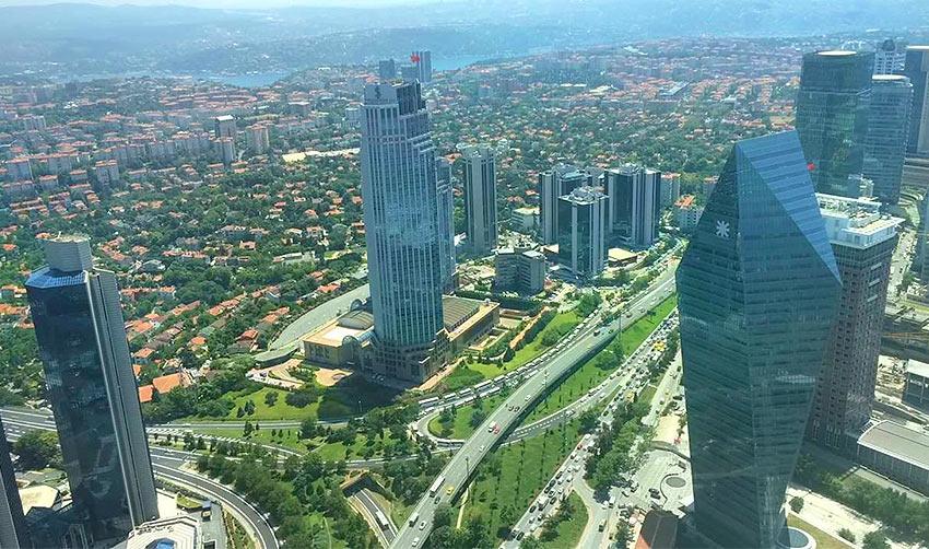 """Вид на Стамбул со смотровой площадки небоскреба """"Сапфир"""""""