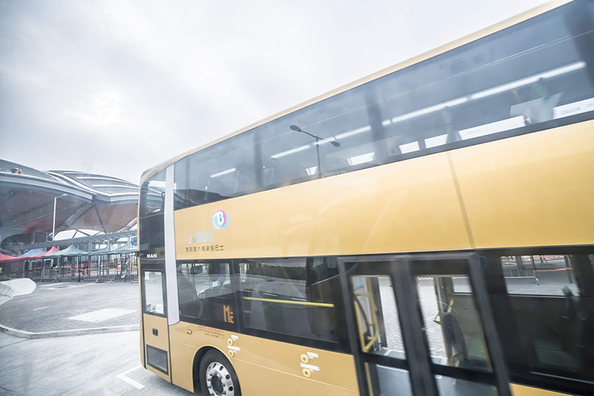 Автобус Гонконг - Макао едет к новому мосту