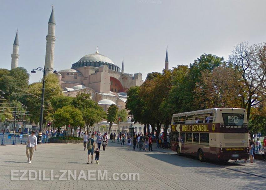 Остановка автобусов Hop-On/Hop-Off на площади Султанахмет, Стамбул