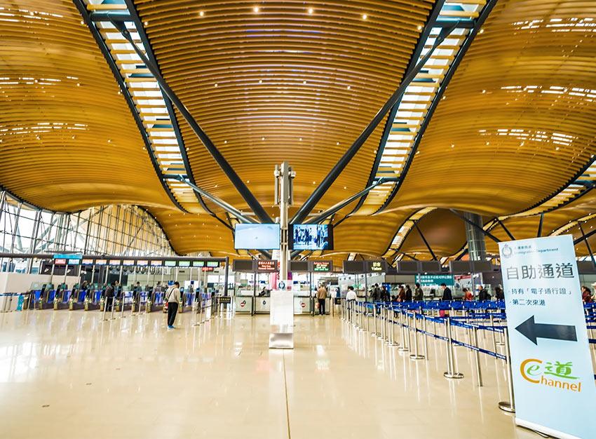 Прохождение иммиграционного контроля в терминале HZMB в Гонконге