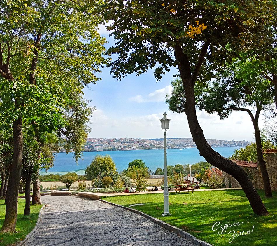 На фото: вид на Босфор из парка Yildiz, Стамбул