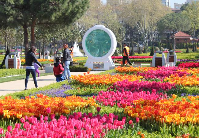 Парк Гётепе - небольшой парк с тюльпанами в Стамбуле