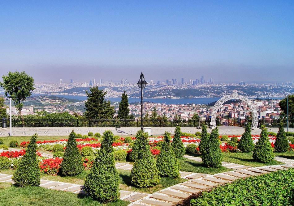 Парк Холм Чамлыджа с видом на Стамбул