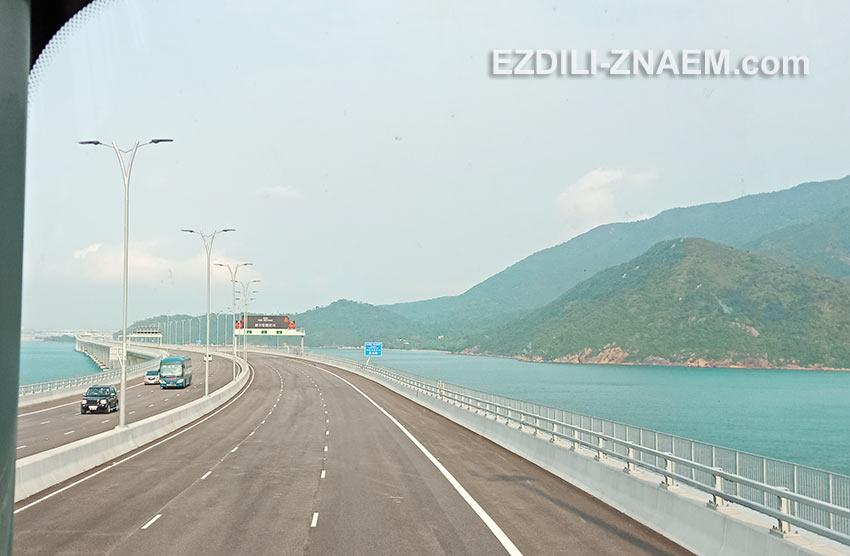 Поездка на автобусе по новому мосту Гонконг - Макао