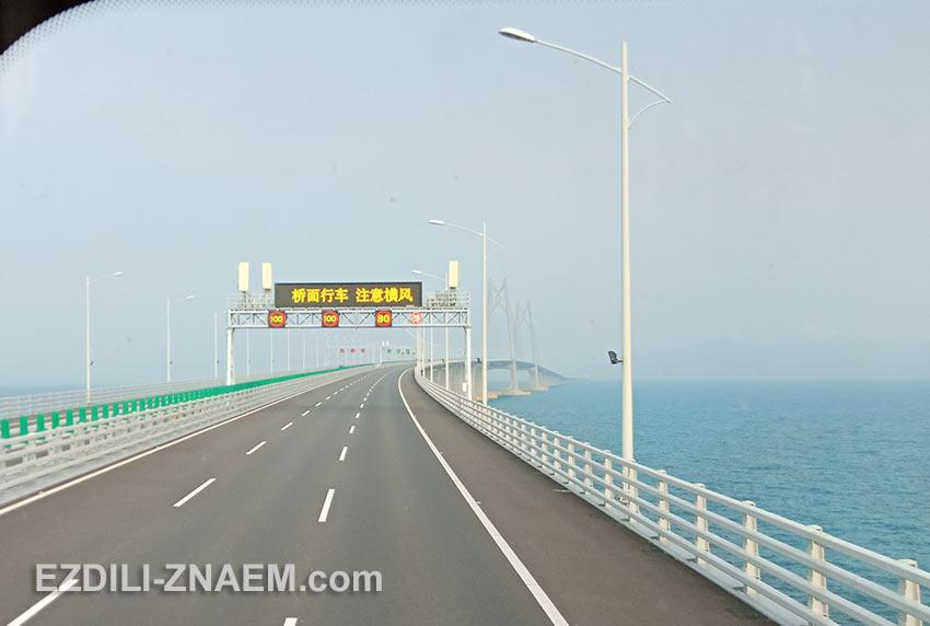 Поездка на автобусе по новому мосту в Макао