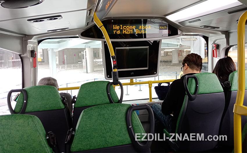 Пассажиры на втором этаже автобуса в Макао