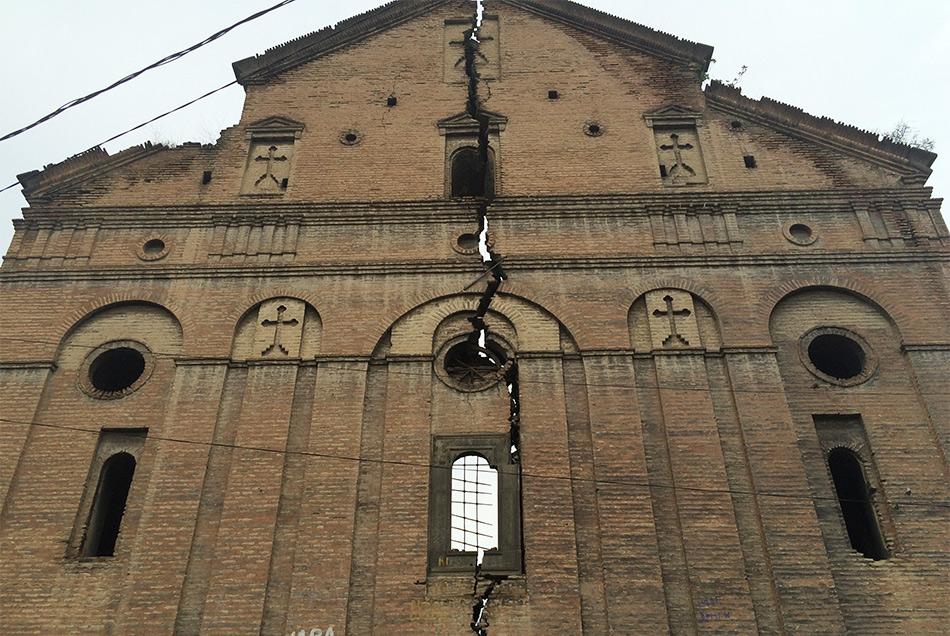 Разрушенная церковь Karmir Avetaran Church рядом с нашим отелем