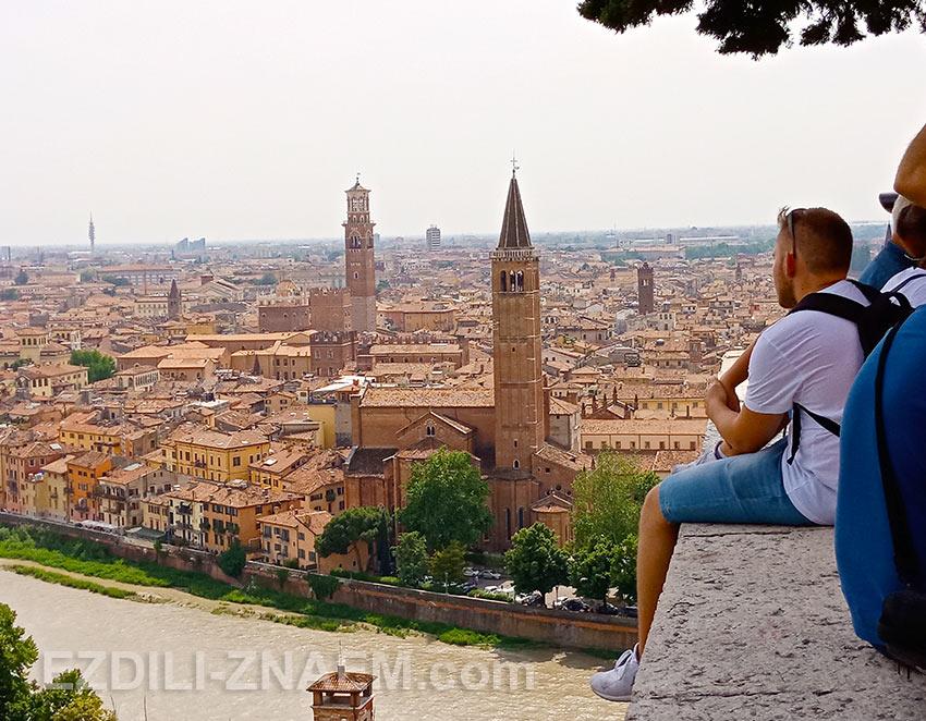 Смотровая площадка на горе у замка Сан Пиетро. Вид на Верону