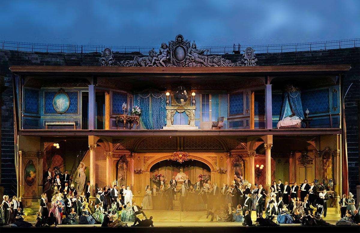"""Опера """"Травиата"""" на сцене Арена-ди-Верона"""