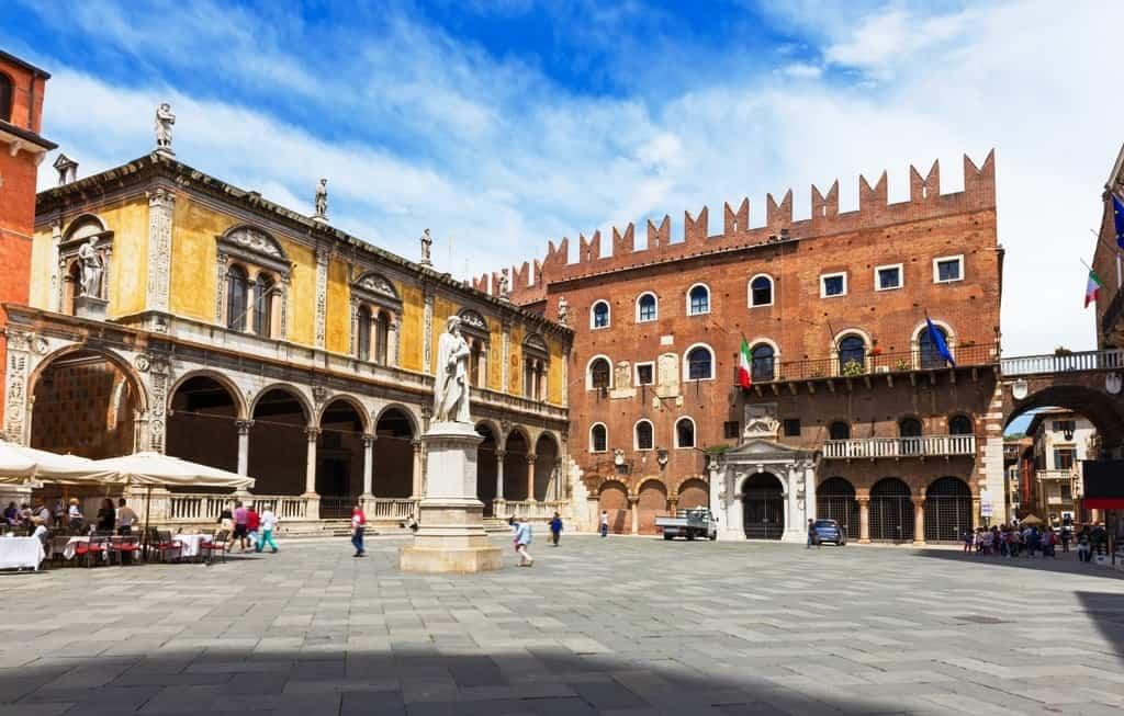 Маршрут: Верона за 1 день. Piazza dei Signori - Площадь Синьори в Вероне