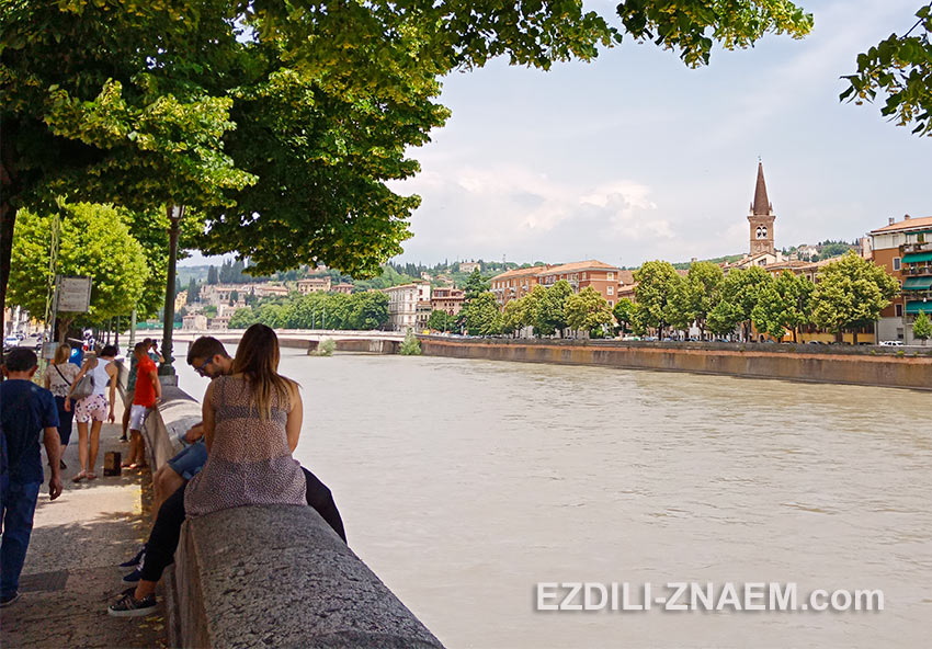 Прогулка вдоль реки Адидже в Вероне