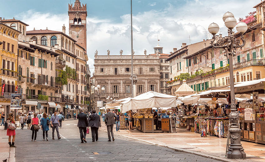 Площадь Эрбе в Вероне - центральная часть старой Вероны