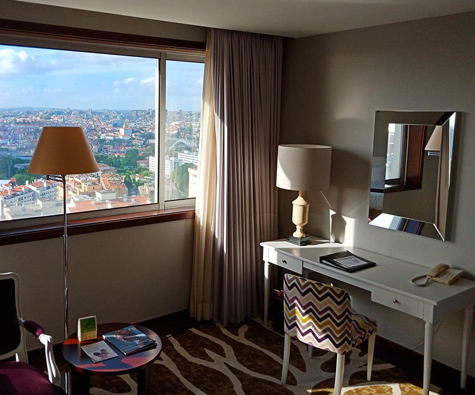 Номер в отеле Holiday Inn с видом на Порту