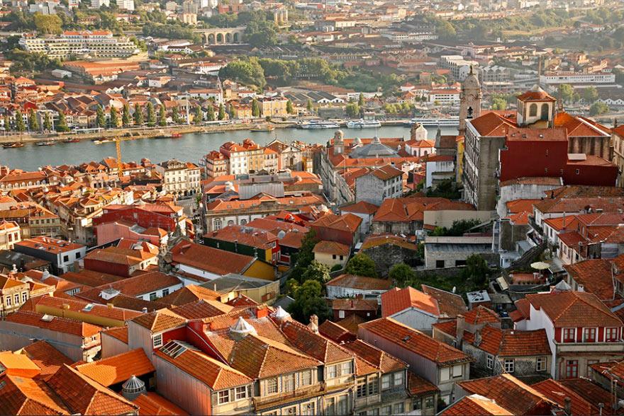 Вид на город с башни Клерикуш, Порту