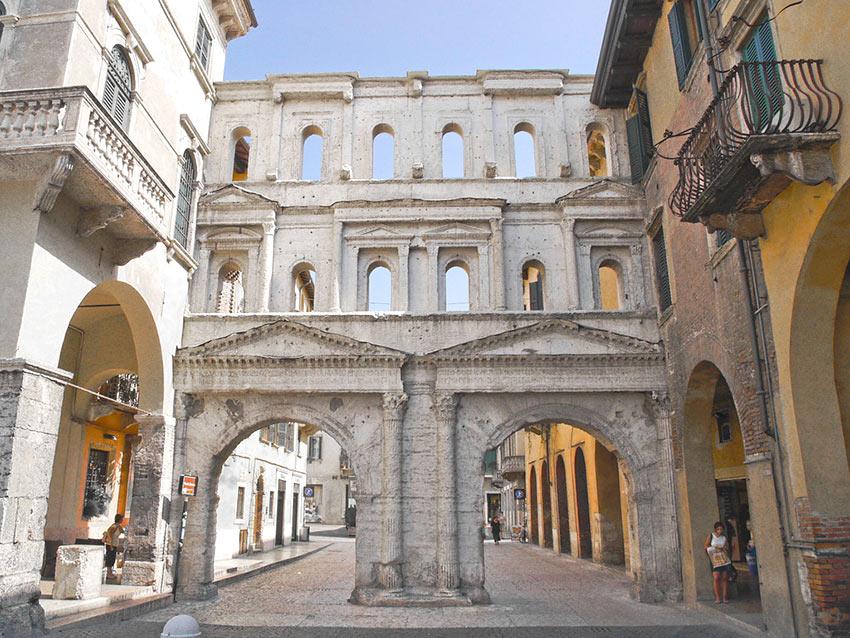 Античные ворота Борсари в Вероне