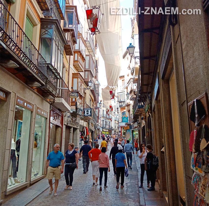Улица Hombre de Palo в старой части Толедо