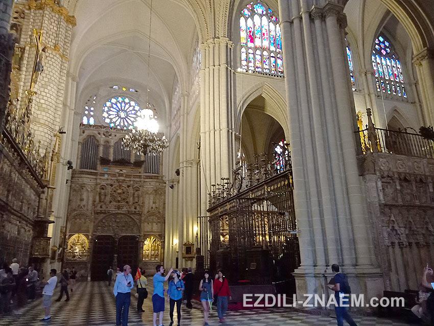 Фото сделано внутри кафедрального собора, Толедо, Испания