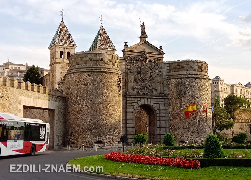 Старинные ворота Bisagra в Толедо