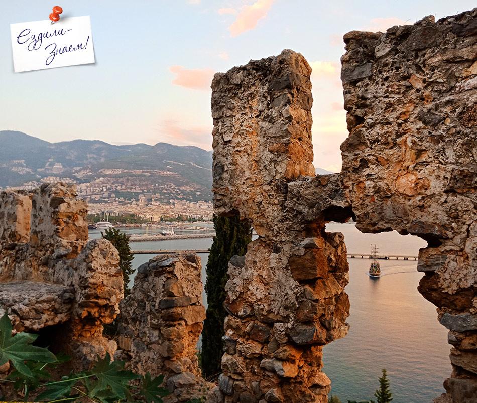 Древняя крепостная стена