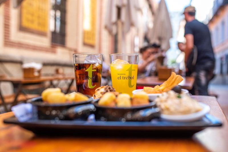 Закуски в баре El Trebola в Толедо