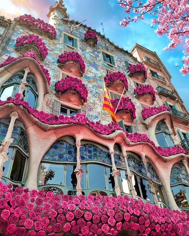 Барселона, Дом Бальо, Гауди