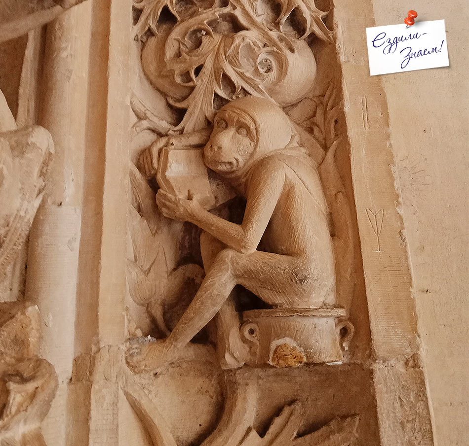 Детали орнамента на стенах клуатра в монастыре Сан-Хуан-де-Лос-Рейес в Толедо